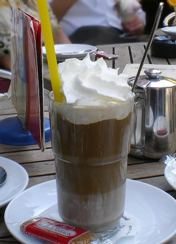 Eiskaffee_mit_Sahne
